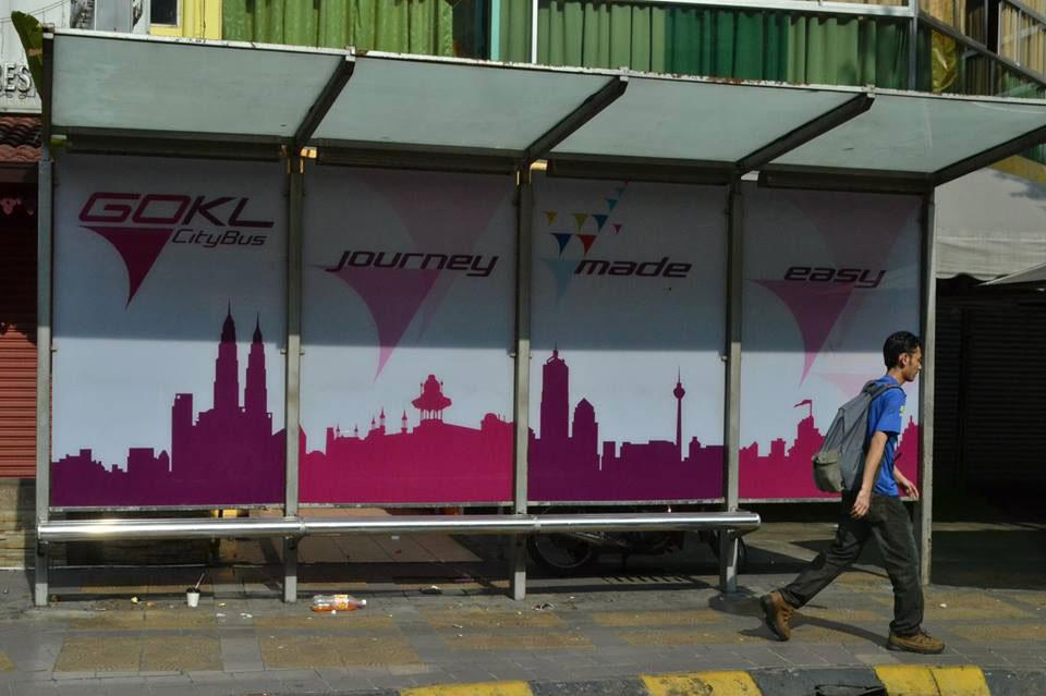 Остановки таких автобусов тоже розовые