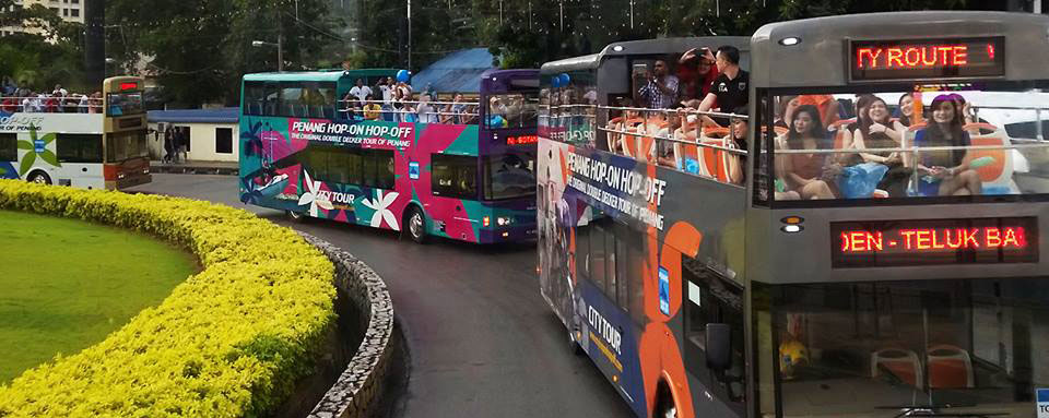 В автобусах есть открытая площадка для панорамного обзора города. Источник: facebook.com/pghoponhopoff