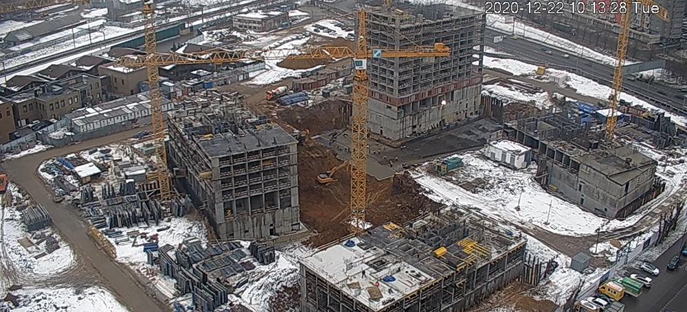 На стройплощадке установлены камеры: можно наблюдать заходом строительства впрямом эфире