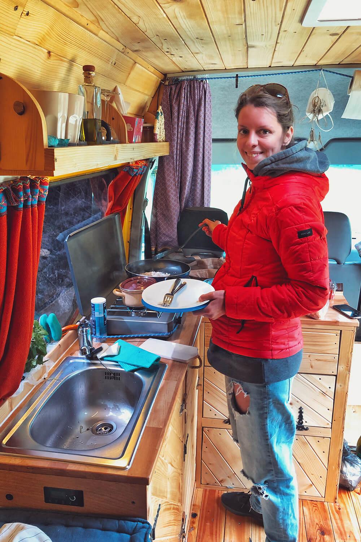 Особых ограничений на кухне мы не испытывали — готовили в вэне и пиццу, и тирамису