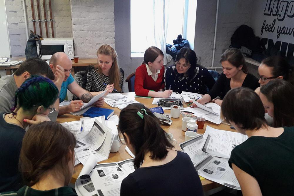 Педагог-волонтер проводит урок венгерского языка в LanguageFree