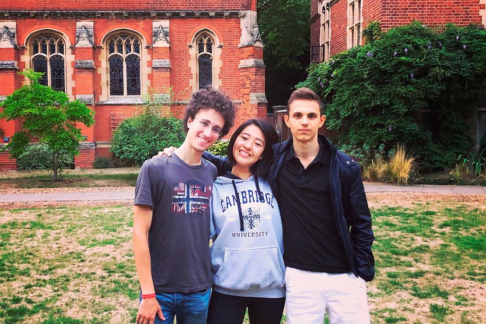 Двое из моих друзей в школе: итальянец Федерико и японка Карен