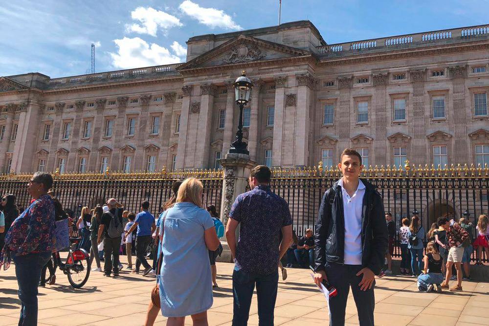 Букингемский дворец — официальная резиденция королевы Елизаветы II. Каждый год дворец посещают 30 тысяч туристов