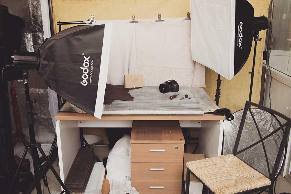Фотозона с фотобоксами, фонами, отражателями и вспышками