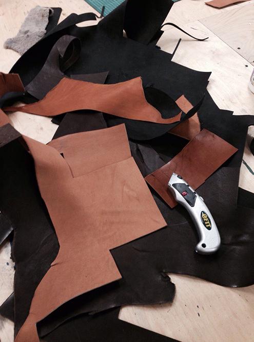 При производстве остается много обрезков, которые нельзя использовать в пошиве — до 100 кг в месяц