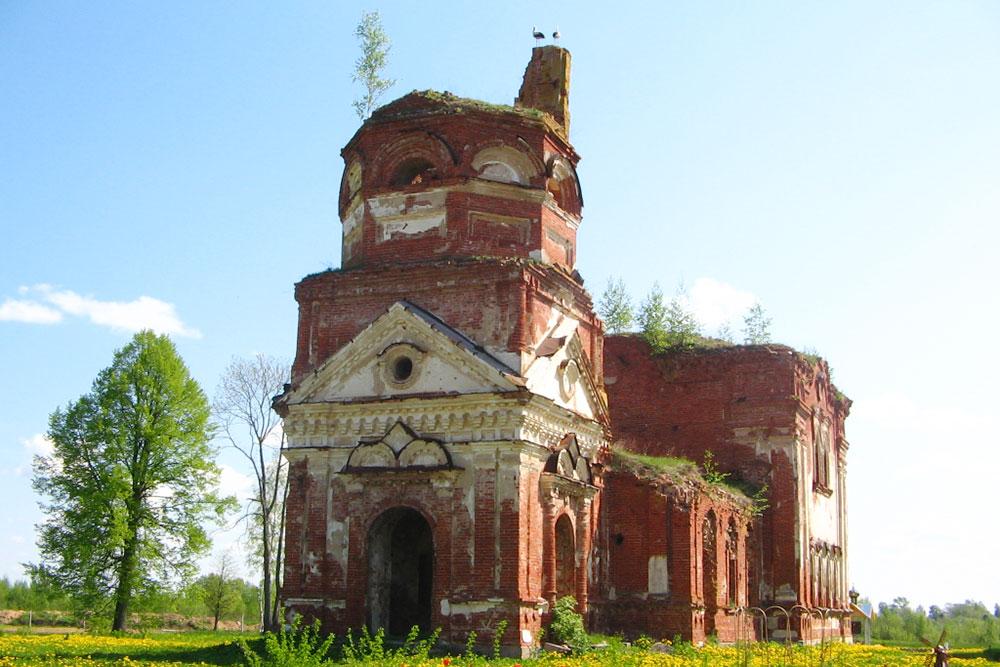 В мае 2007года я ездил на велосипеде к руинам Николо-Косинского женского монастыря в Новгородской области