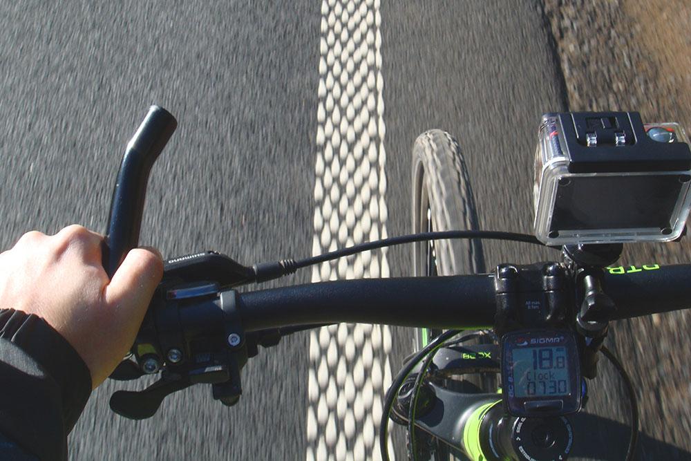 По хорошему асфальту и безсильного ветра я еду со скоростью около 20 км/ч