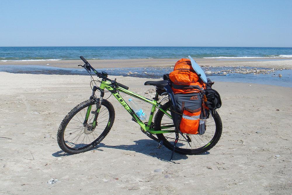 Мой велорюкзак Aldica объемом 75 литров. У велоштанов есть внешние карманы, где удобно хранить запас воды илиинструменты. Еще они легко крепятся к багажнику мягкими стропами