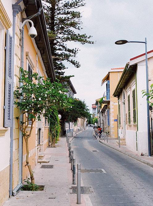 На качество мобильной связи на Кипре жалуются многие. Иногда кажется, что узкая улица — причина того, что у тебя EDGE, а не 4G