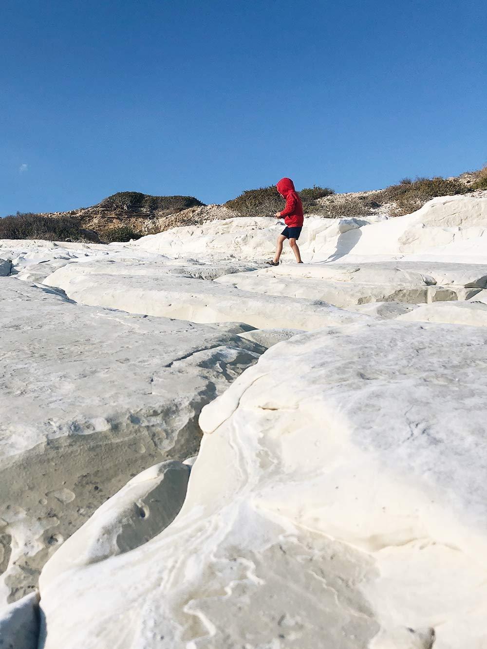 Белые камни подЛимасолом — одно из популярных мест дляфотосессий