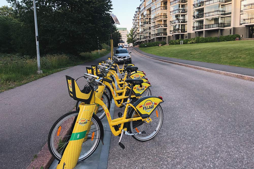 ПоХельсинки иЭспоо раскидано около 350станций, гдеможно арендовать велосипед