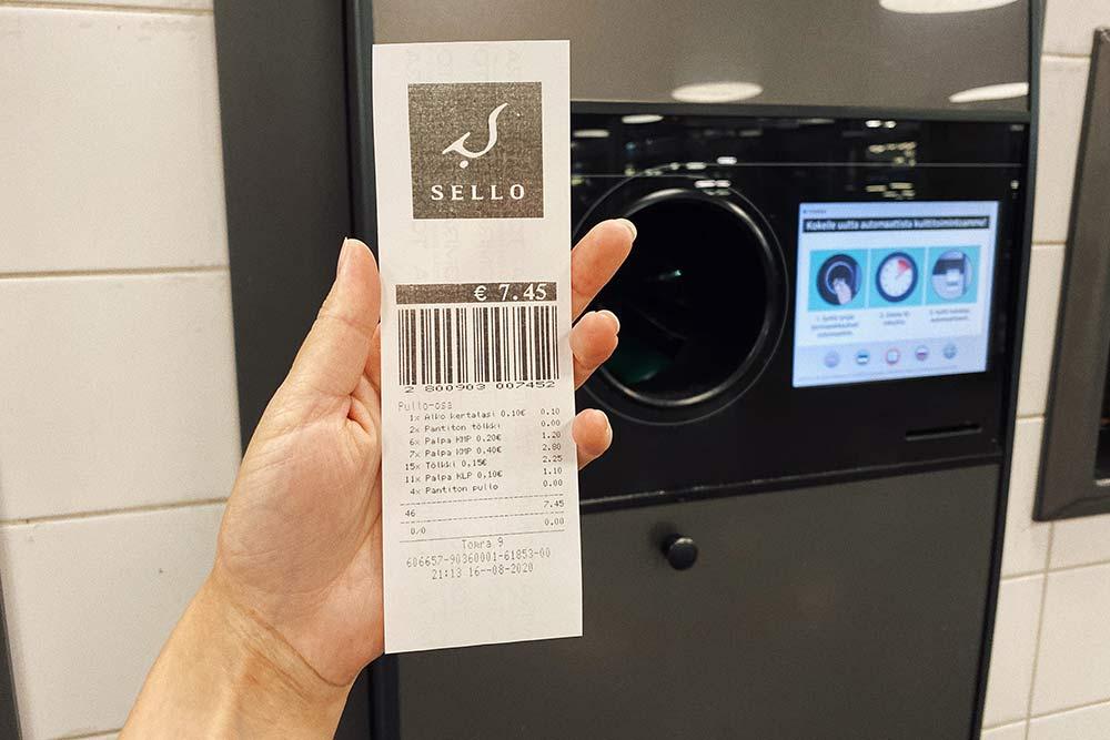 Сдав бутылки ибанки, вы получите специальный чек, которым можно оплатить товары впродуктовом магазине илиобналичить его тамже накассе