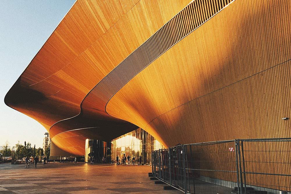 С точки зрения дизайна и архитектуры библиотекаOodi — это одно изсамых ярких изапоминающихся зданий вХельсинки