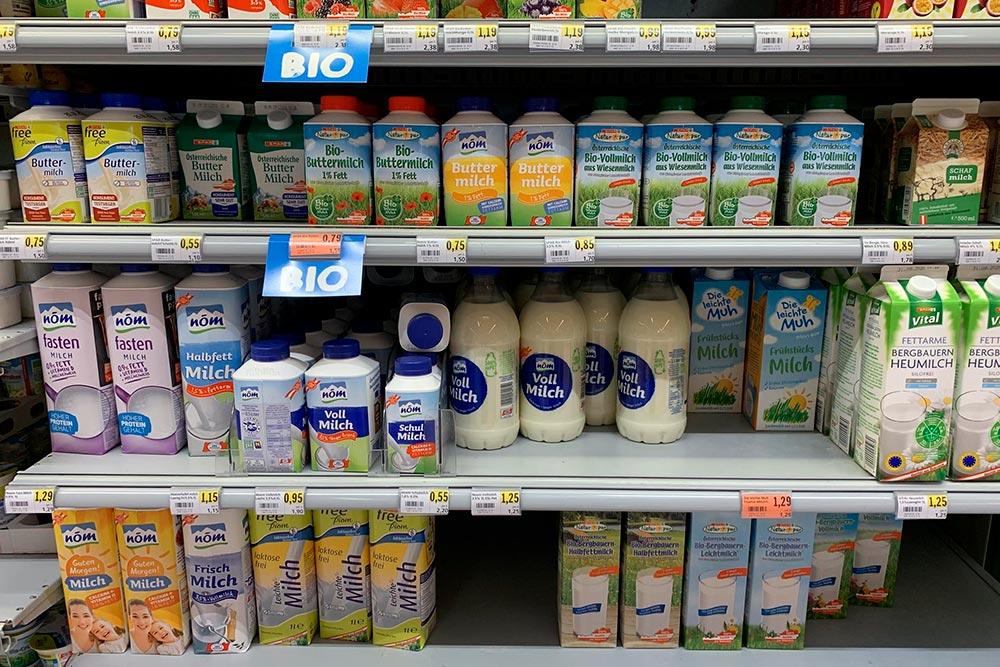 Молоко — примерно 1,25&nbsp;€ (114&nbsp;<span class=ruble>Р</span>) за&nbsp;литр