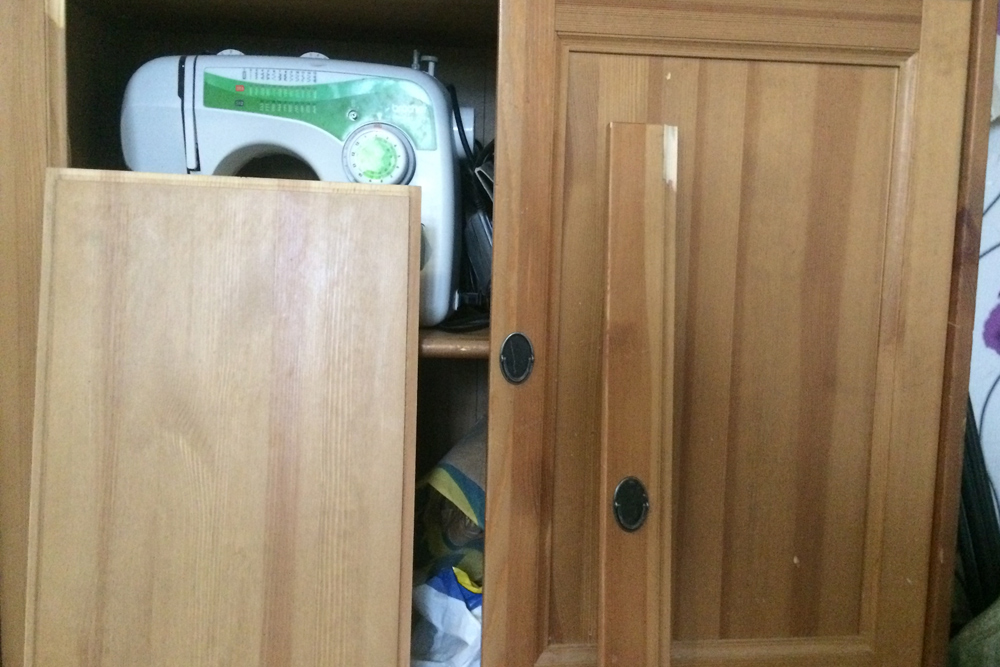 Дверца, которая развалилась по частям