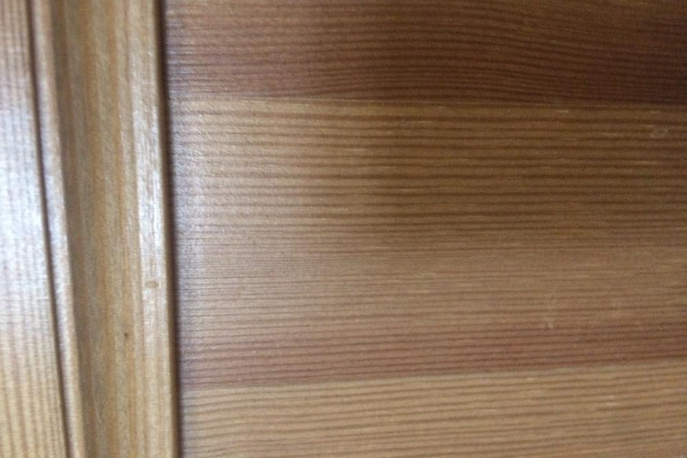 После небольшого ремонта дверца выглядит как новая