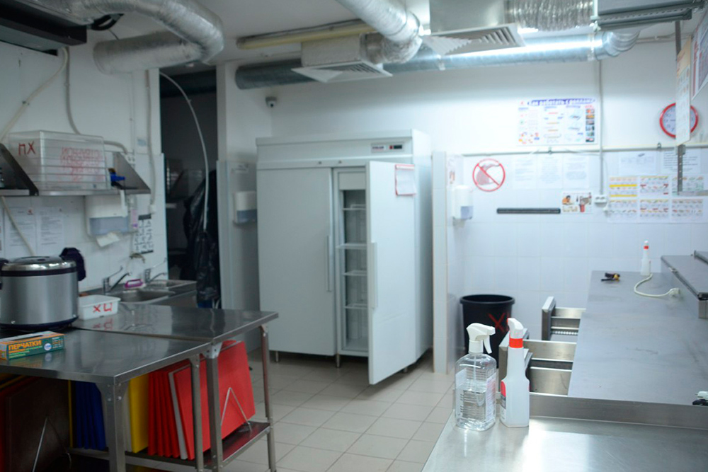Так выглядела фабрика до ремонта: фактически это уже была готовая кухня, но не предназначенная длягорячих блюд