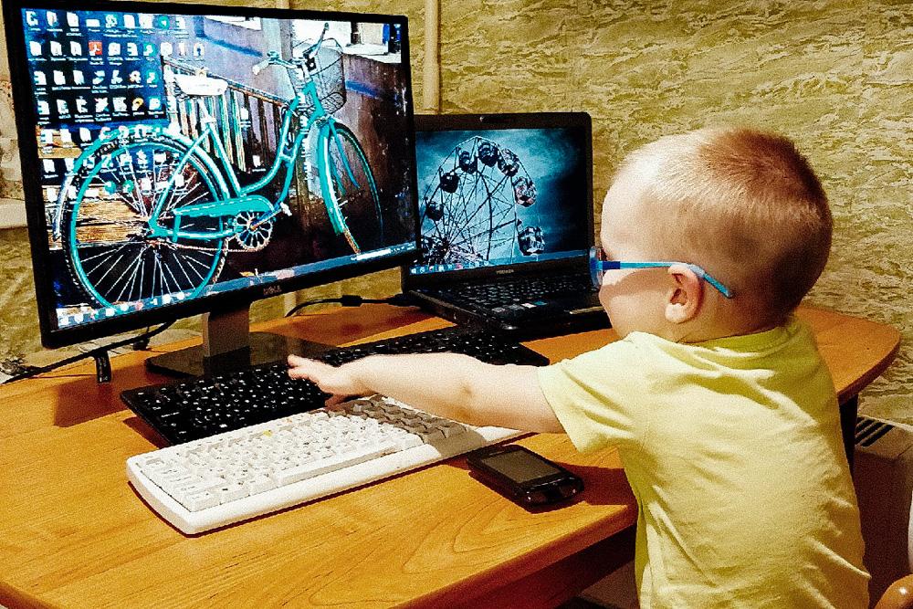 Дети часто копируют поведение родителей. Вот и мой сын обожает играть в «работу»