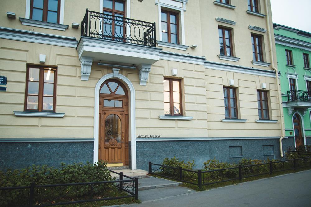 Здание, в котором находится школа