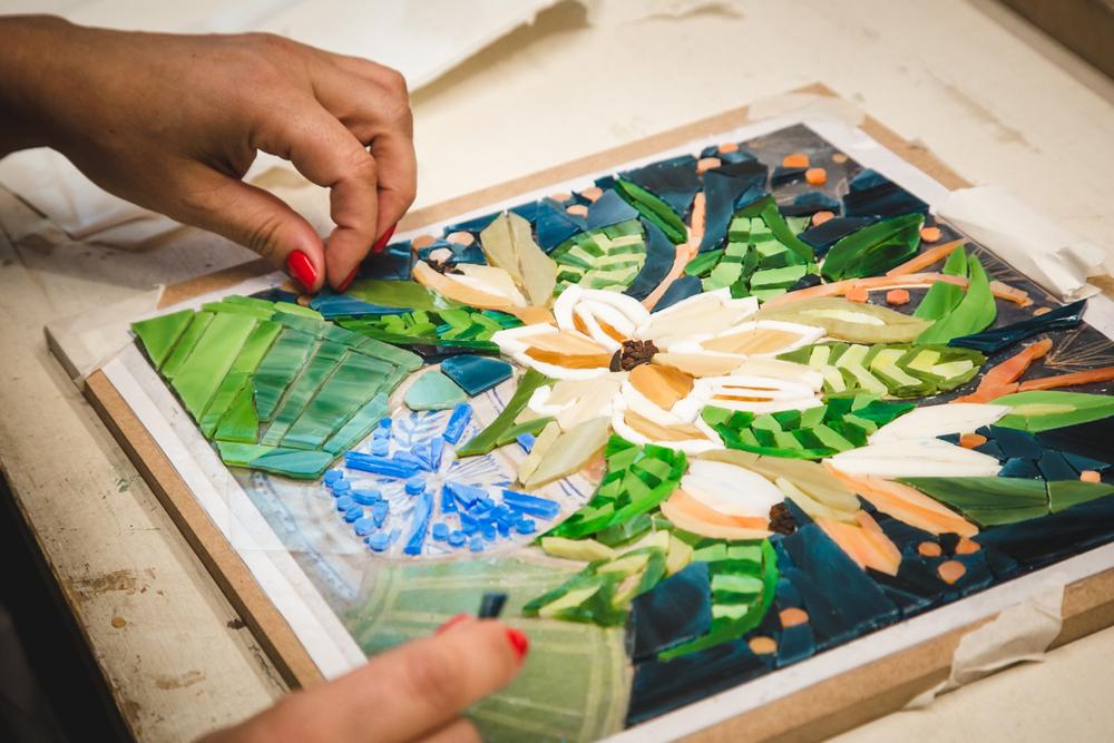 Пример работы ученика — мозаика из витражного стекла 35 на 35 см