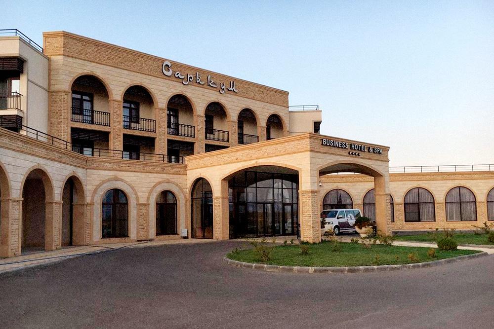 В низкий сезон отели в Дагестане пустуют — можно смело просить скидку у администратора. Фото: booking.com
