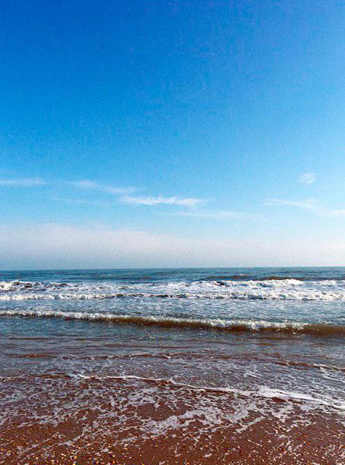 В Дербенте есть набережная, но благоустроенный и чистый доступ к морю лучше искать возле дорогих прибрежных отелей
