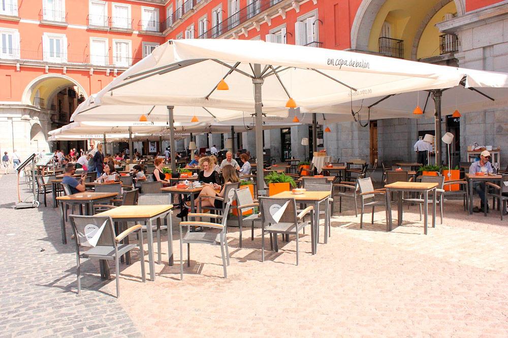 Кафе на главной площади города Пласа-Майор