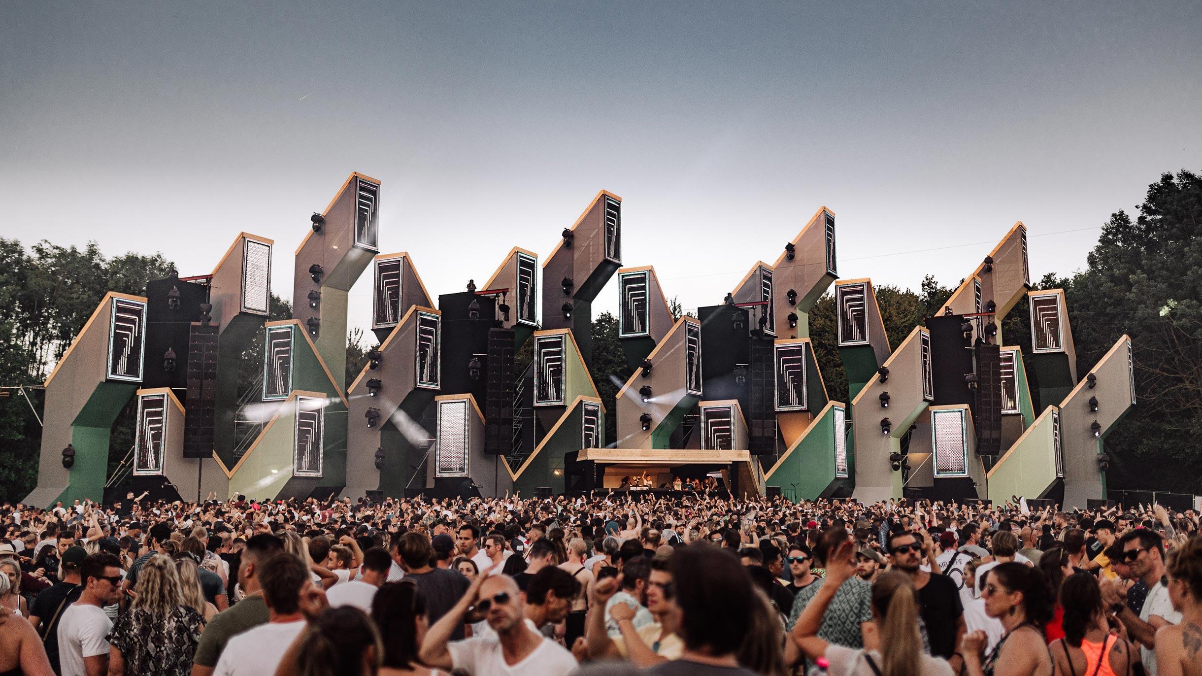 Сколько стоит съездить в Европу на музыкальный фестиваль