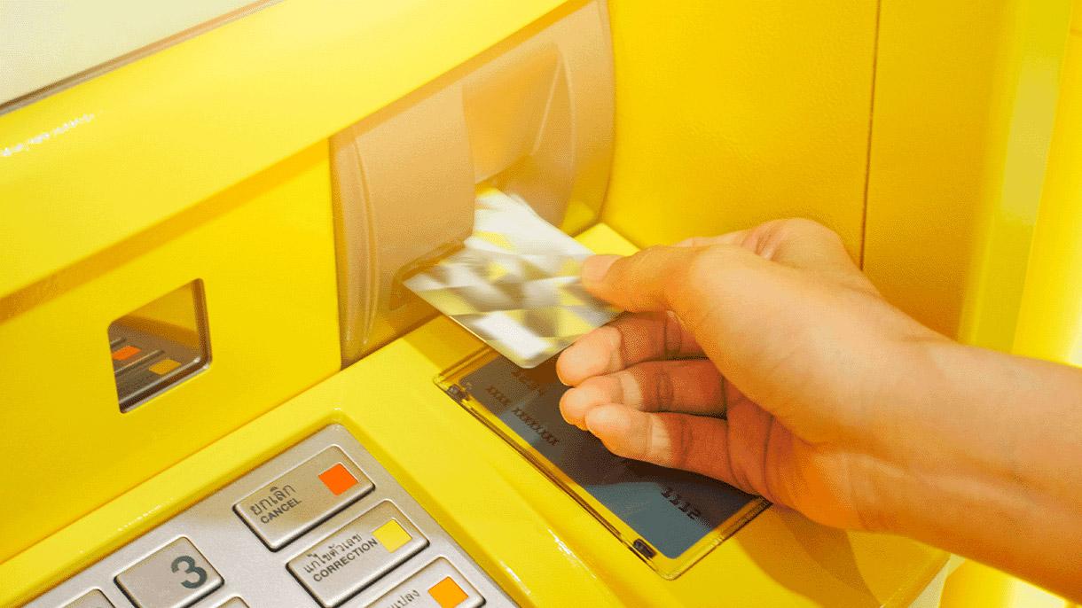 Что делать, если банкомат не вернул карту