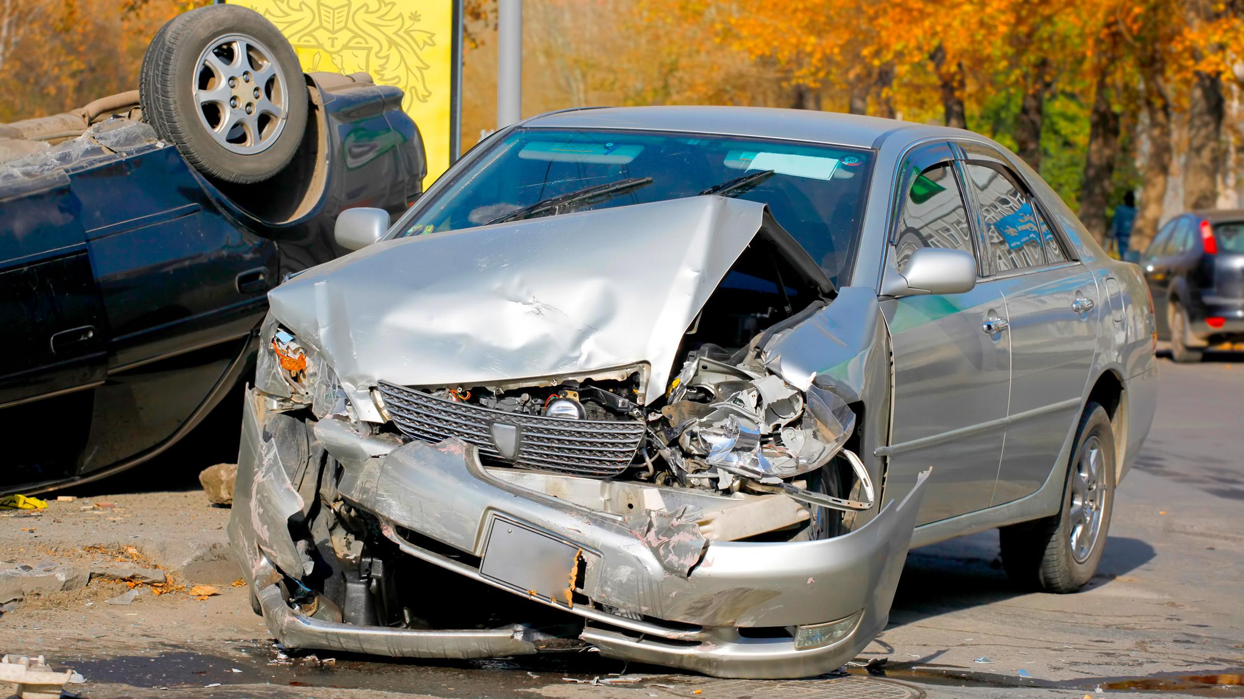 Мужчина арендовал автомобиль и дал его своей знакомой, а теперь должен оплатить ремонт