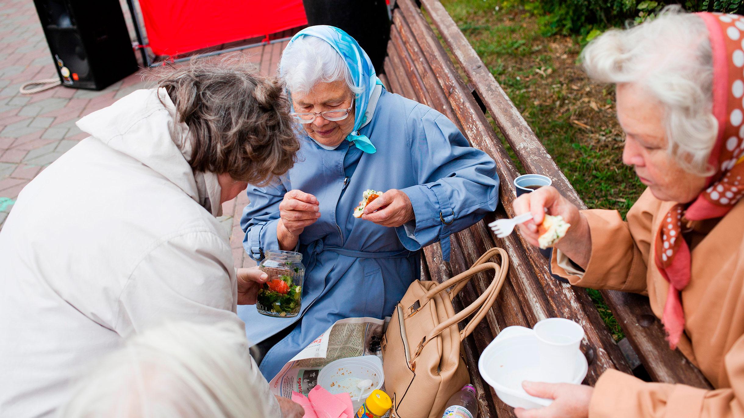 Некоторым пенсионерам добавили к пенсии 1 рубль. Почему так произошло?
