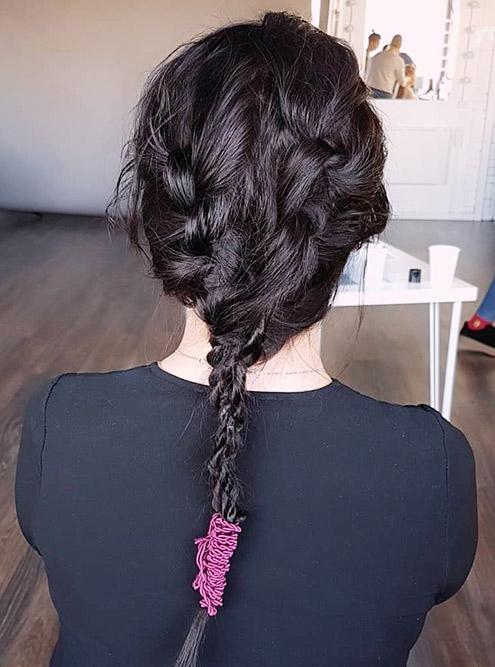 Кажется, что заплести такую косу просто, но много времени ушло на подготовку волос. Поэтому и цена выше: 1800<span class=ruble>Р</span>