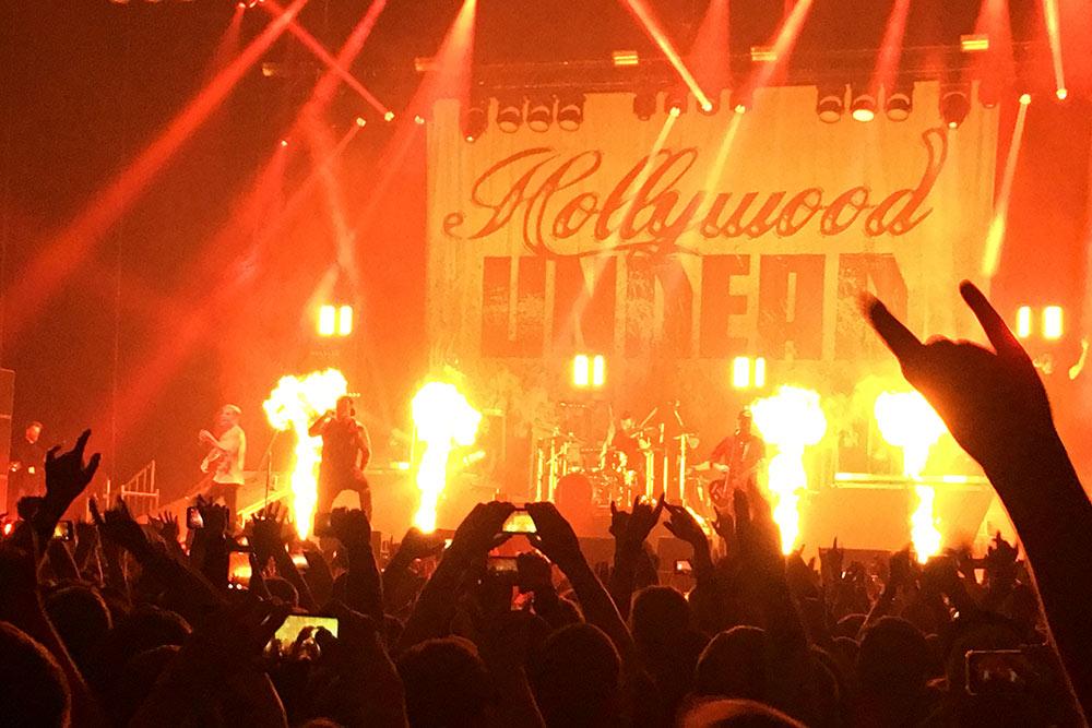 До пандемии я часто ездил на концерты в более крупные города, потому что серьезные музыканты редко приезжают в Ульяновск. Это фото с выступления Hollywood Undead в Москве в апреле 2019года
