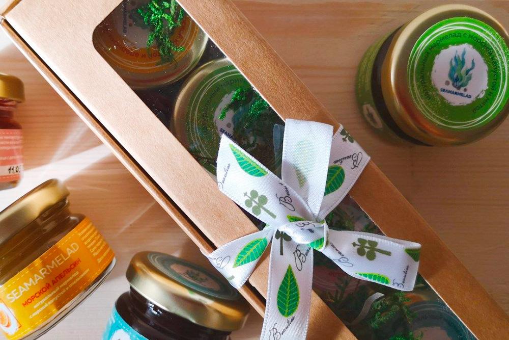 Подарочные наборы с 4 баночками мармелада. Я отправляла их спонсорам, которые поддержали проект от 1000рублей