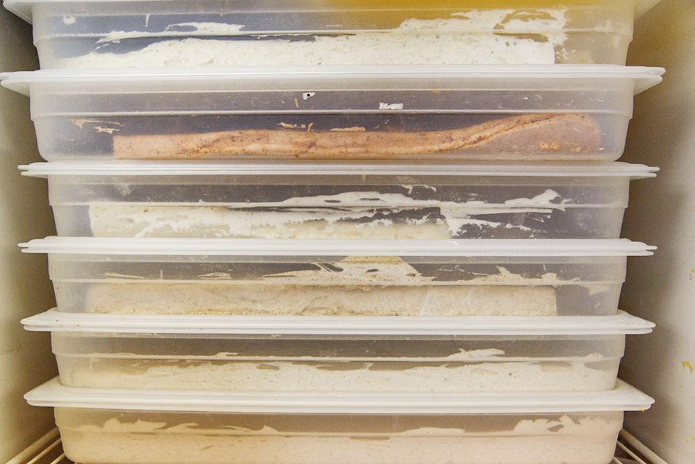 Боксы с маршмеллоу застывают вхолодильнике 4часа — так десерт становится упругим. Фото:КсенияКолесникова