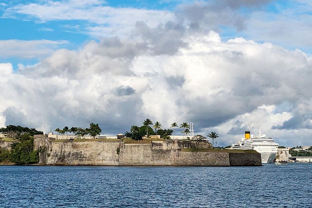 Форт Сент-Луис наМартинике икруизный порт заним