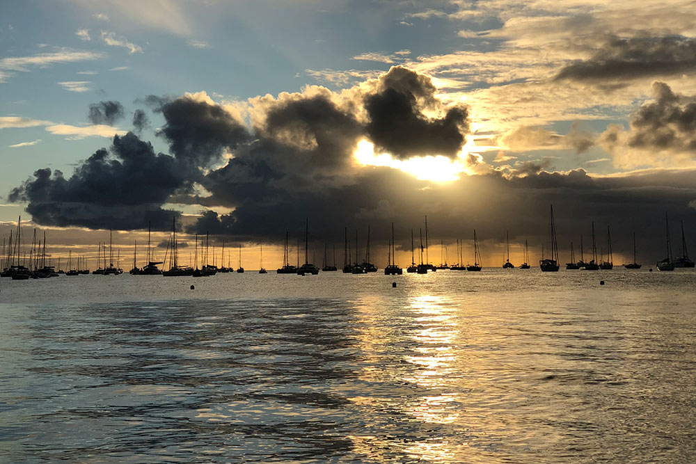 Закат напляже «Сент-Анн» наМартинике
