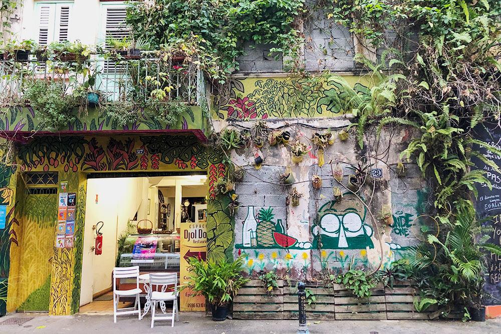 Наузких улицах столицы острова встречаются приятные кафе. Мыпокупали вних выпечку, мороженое икофе. Круассаны наМартинике такиеже вкусные, как вПариже