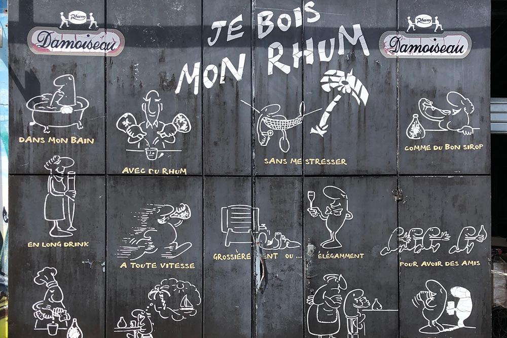 Граффити нафабрике рома: изображены случаи, вкоторых нужно пить ром,— влюбых. Незабывайте: алкоголь вредит вашему здоровью
