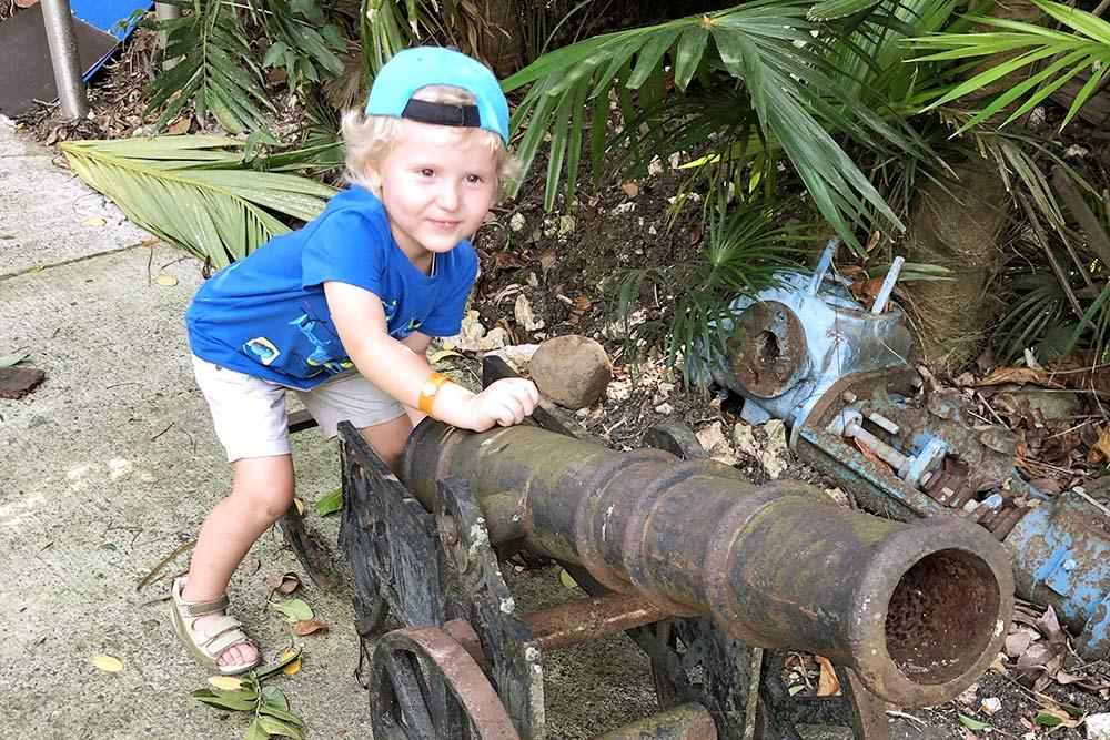 Пока мыдегустировали разные виды рома, сын нашел себе игрушку
