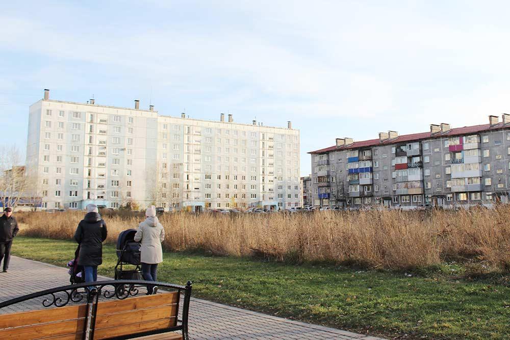 Пустырь на улице Пушкина стал знаменит, когда попал в шоу «Вечерний Ургант». Здесь буквально на пару часов установили детскую площадку, а затем разобрали и увезли