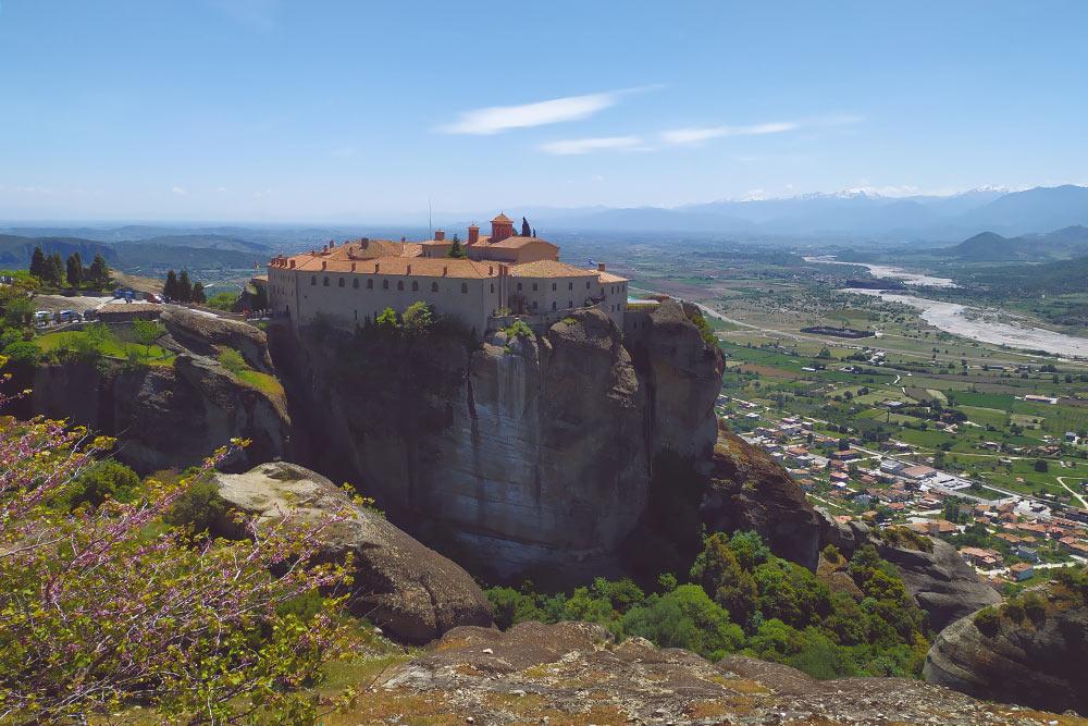 Монастырь Святого Стефана, к которому мы поднялись пешком из Каламбаки