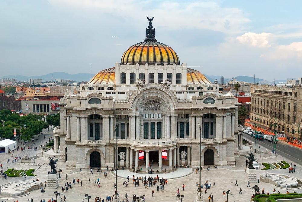 Дворец изящных искусств — одна изглавных достопримечательностей Мехико. Это выставочный иконцертный зал