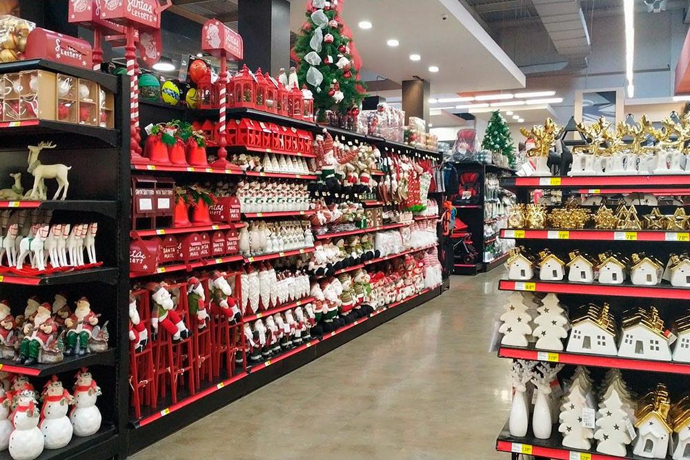Перед Рождеством все магазины завалены новогодней символикой, аперед Днем мертвых — нувыпоняли