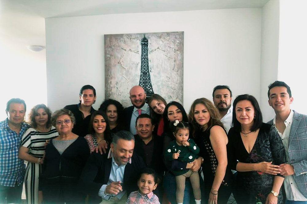 Часть нашей мексиканской семьи — еще столькоже человек на фото не попало