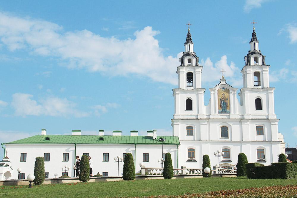 Собор Святого Духа часто изображают на сувенирах