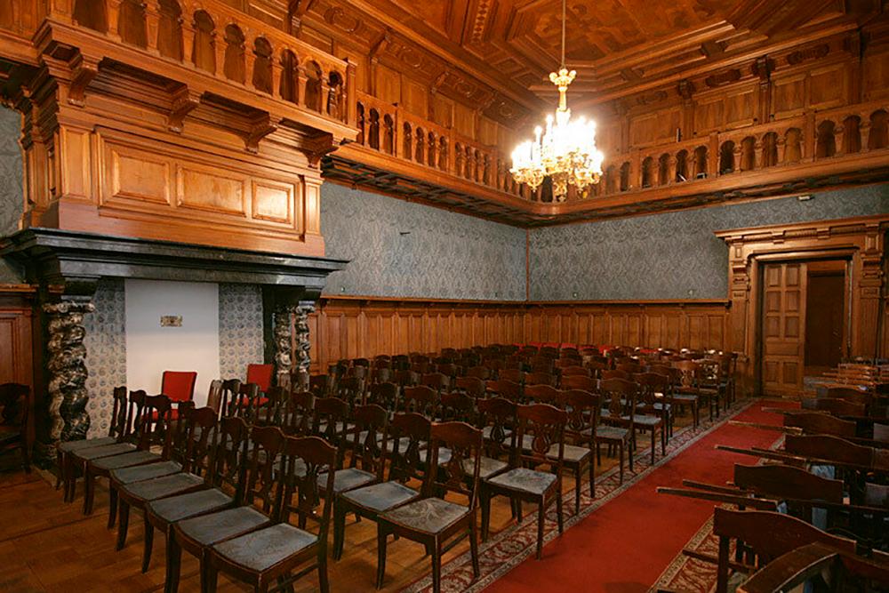 В зале Дома композиторов проводят камерные вечера, творческие встречи и конференции для музыкантов