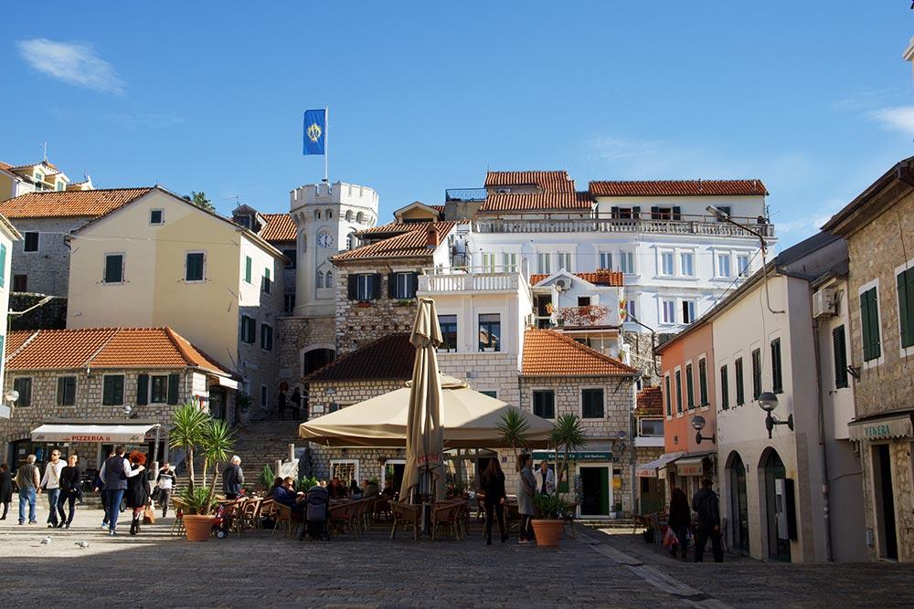 Главная площадь старого города Херцег-Нови