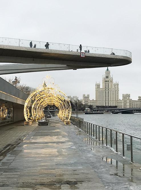 В плохую погоду на висячем мосту ветрено