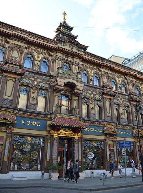 Чайному дому больше 120 лет. Его построили для китайского сановника, чтобы заключить с ним договор на поставку чая
